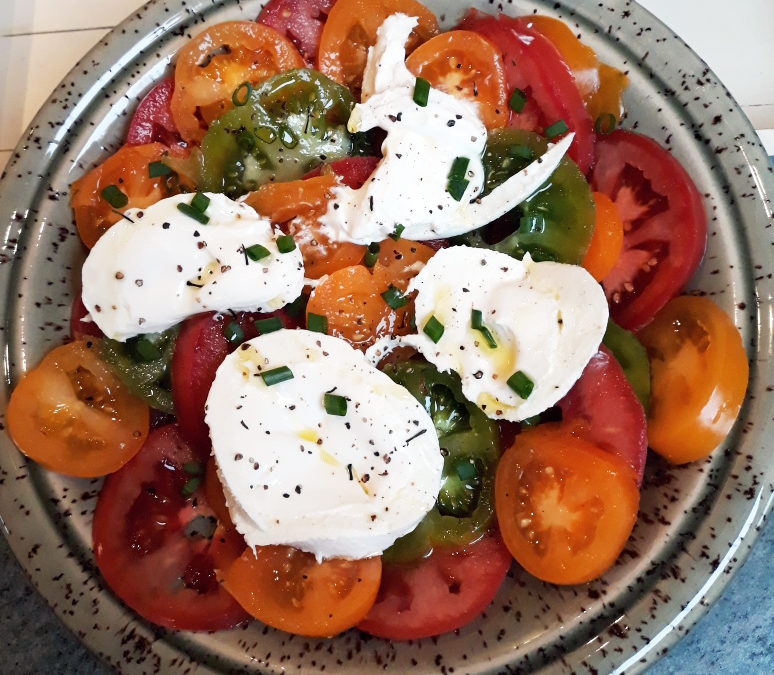 Pause fraîcheur: Tomates en salade et Burrata di Bufala